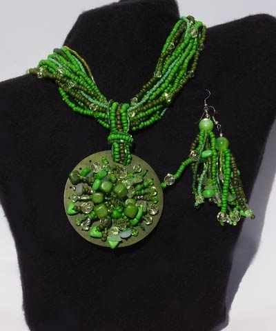 josephine's jewels - LARGE GREEN FULLY BEADED NECKLACE